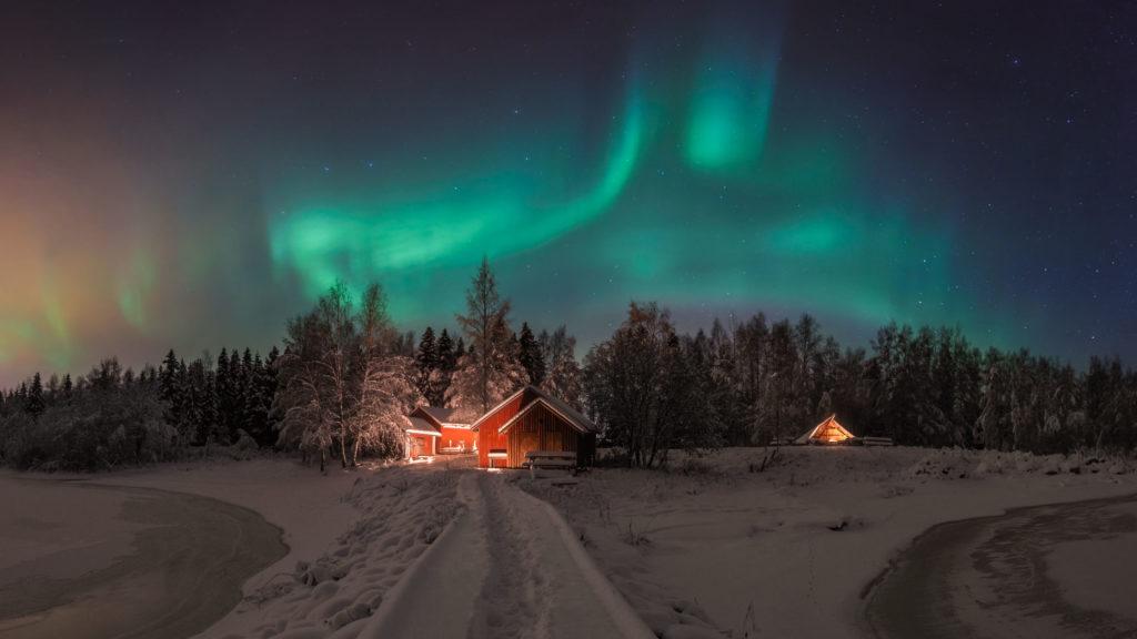 Winter night auroras© 2018 Mikko Leinonen.